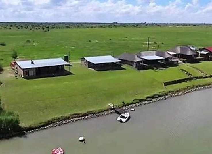 Eastern Cape Game Farm & 3 Bedroom House on the Vaal River