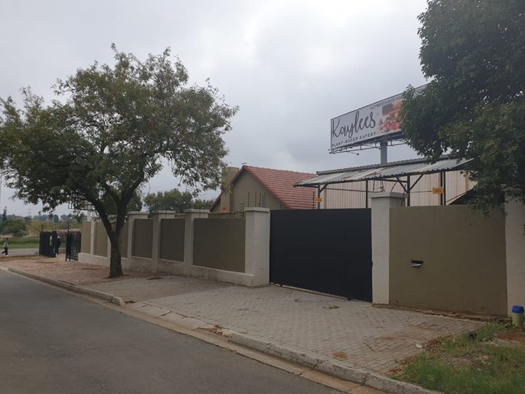 URGENT COMMERCIAL PROPERTY AUCTION: PRIME LOCATION NEXT TO THE R21 (4 HERMAN STREET)